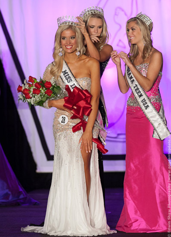 Emily Hart (Miss Wink-Ease) crowned Miss Indiana